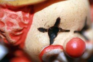 Detalle del ojo del payaso junto al mechero